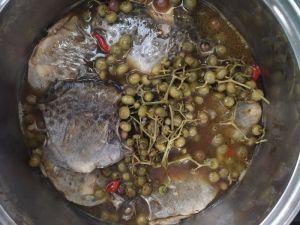 Cách làm món cá nâu kho trái giác cực ngon